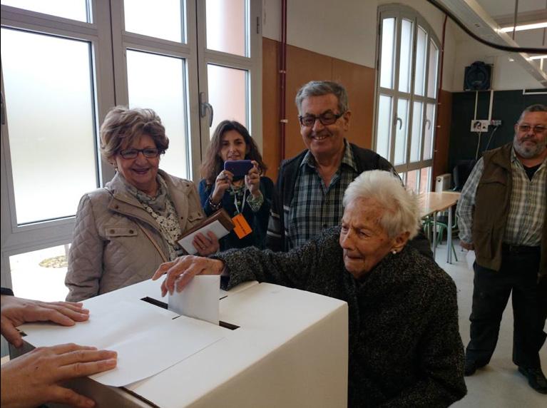 L'edat no ha estat un impediment per arribar a l'institut, com la Pilar Gaja, de 102 anys © Jaume Dolent