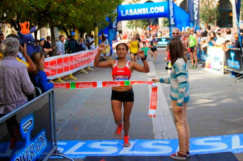 Arribada de Janeth Becerra,  vencedora a la categoria femenina