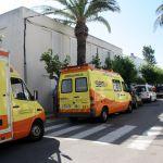 Ambulàncies aparcades al costat de l'alberg l'Encanyissada.